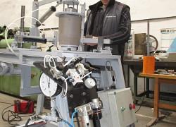 Univerzálny orezávací stroj