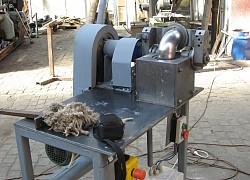 Stroj na výrobu keramických 90° kolien